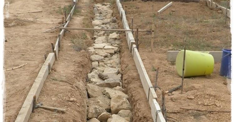 Paja y barro cimientos radicales for Como construir una casa de piedra