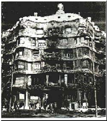 Antonio Gaudi Casa Mila, Bercelona   (Arsitektur Art Nouveau) - 1905