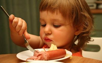 Conheça a lista dos 10 piores alimentos que podem prejudicar a saude de seus filhos.