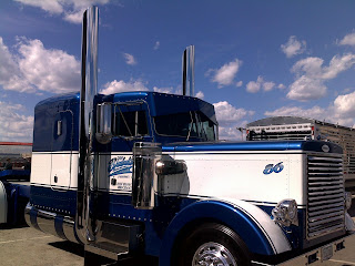 Blue White 86 Truck HD Wallpaper