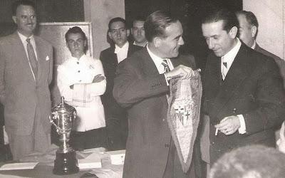 Esteban Pedrol y Carlos Pires conversando en 1951