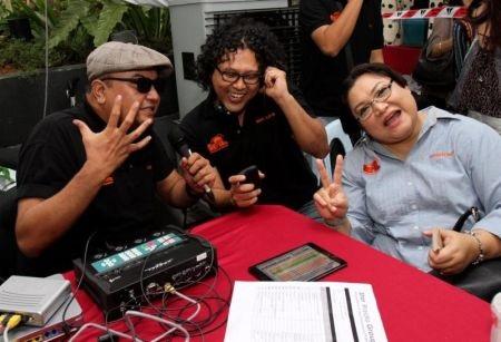 Stesen Radio Pertama Tolong Bayar Hutang Pendengar Radio