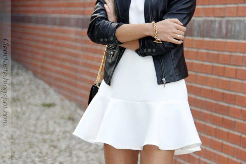 biała sukienka z falbaną zara