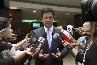 No Brasil, dengue é muito mais grave que coronavírus, diz ministro da Saúde