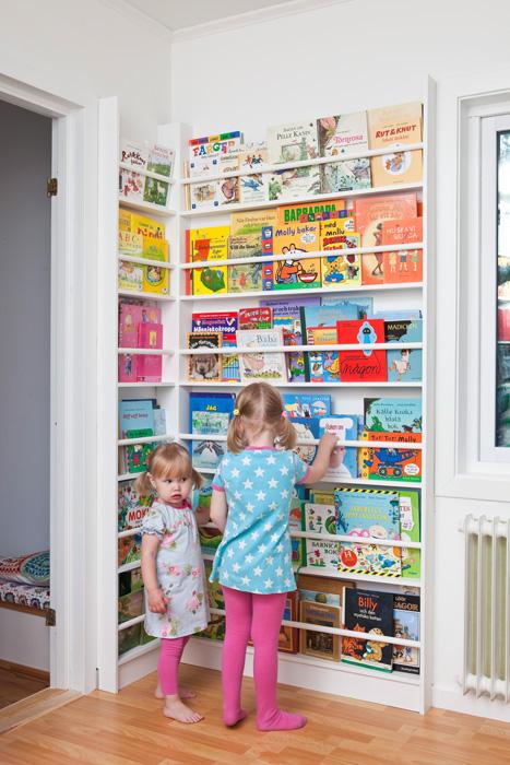 Create oh la la five children 39 s book storage solutions for Kids book storage diy