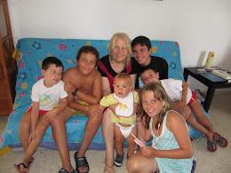 Mis nietos y yo en la playa