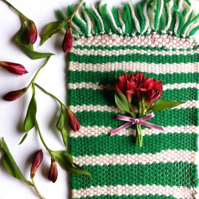weaving, woven, yarn, woven mat, yarn woven mat, green and white yarn woven mat
