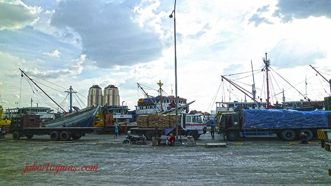 Atardecer en Sunda Kelapa, puerto de Yakarta