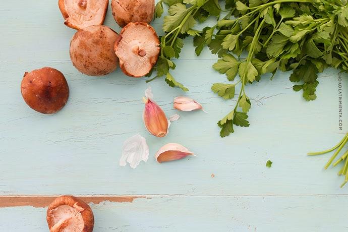Crepes de trigo sarraceno y relleno de hongos