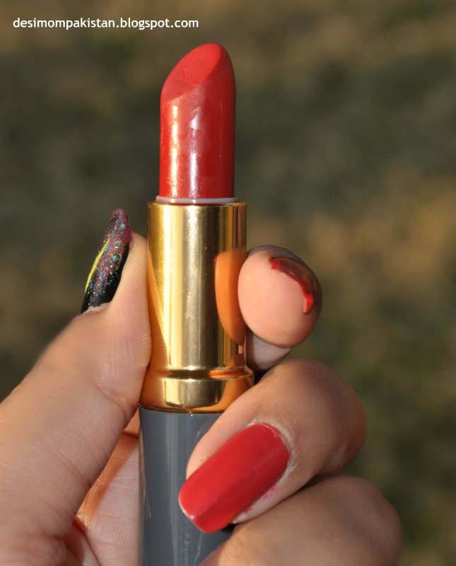 MEDORA MATTE LIPSTICK IN REAL RED bullet closeup