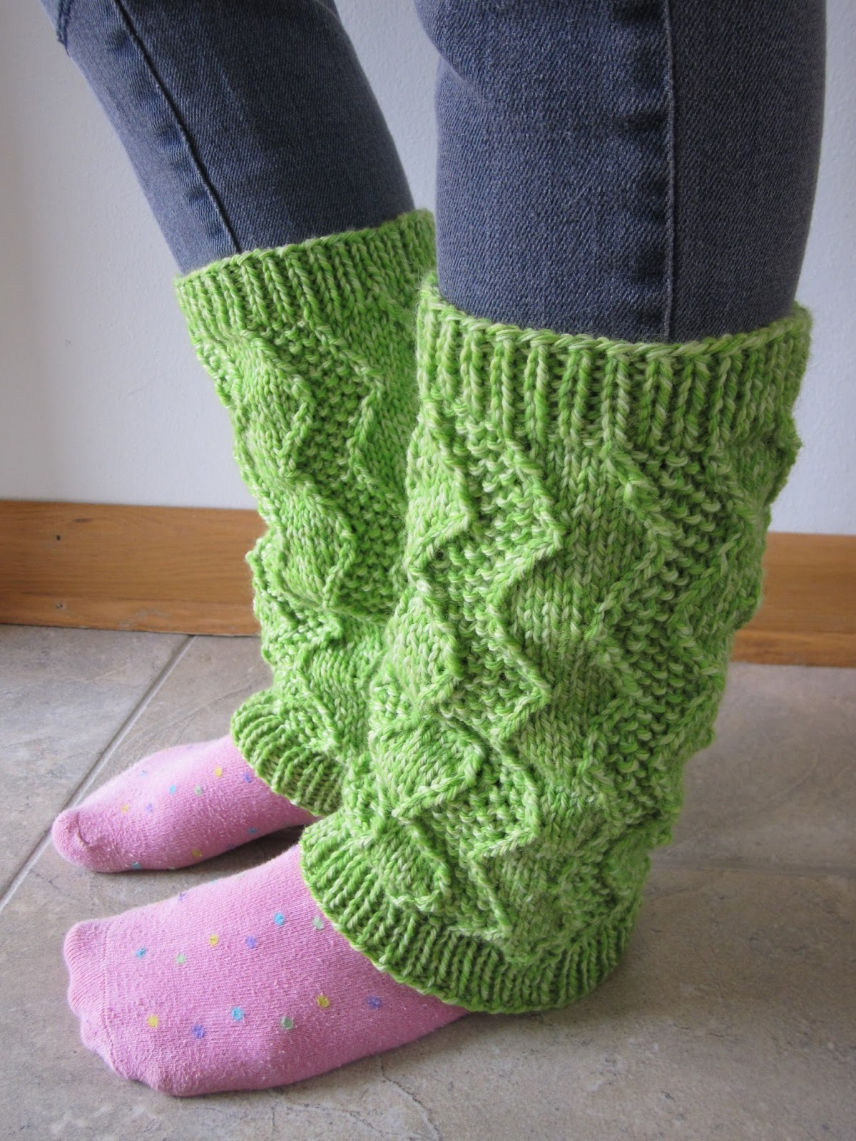 Balls to the Walls Knits: Zig Zag Legwarmers