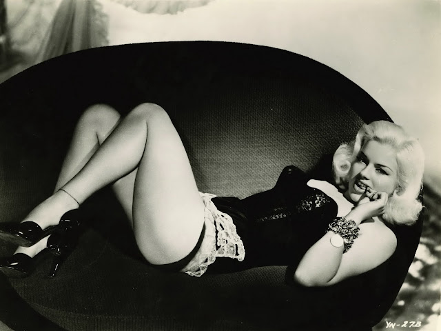 Diana Dors pin up photo