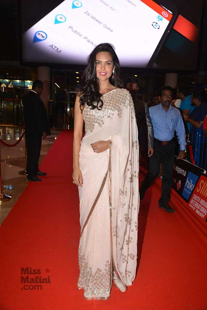Esha Gupta in Off White Designer Saree Styled by Sanjana Batra