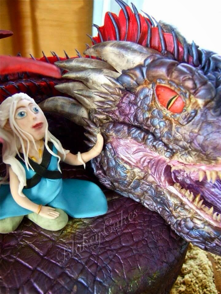 how to make a dragon cake out of cupcakes