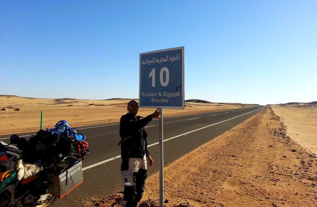 Die Strasse und Grenzübergang zwischen Ägypten und dem Sudan 2014