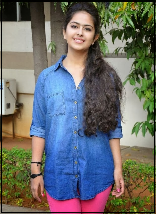 avika-gor-in-blue-shirt