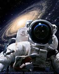 astronot tumbuh tinggi
