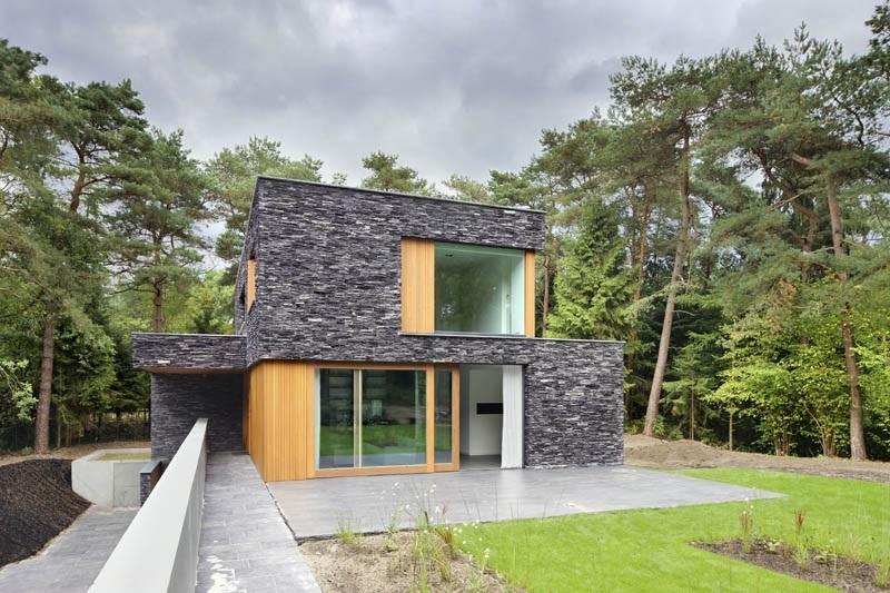 vivienda grande bonita de pisos de piedra y madera