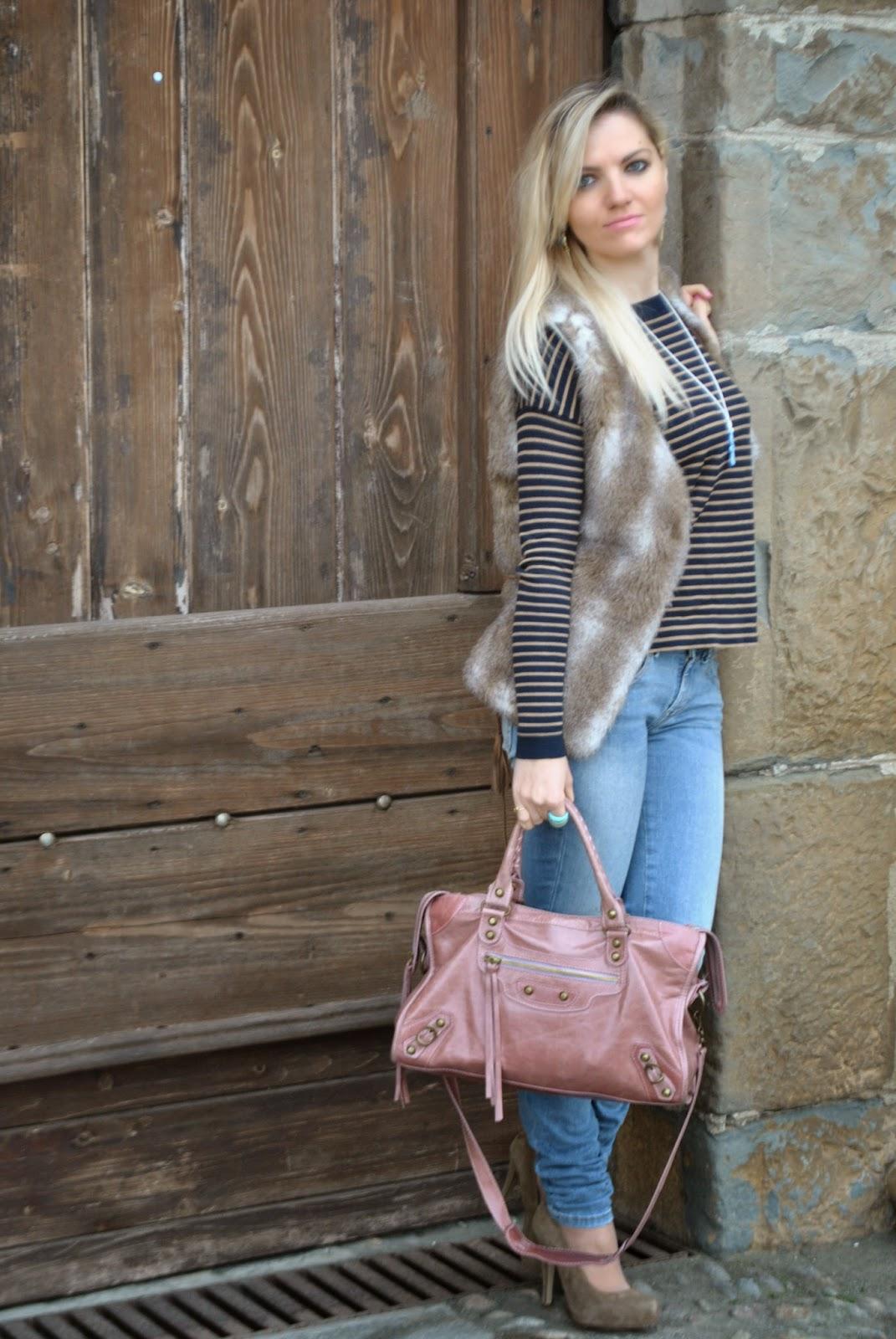 outfit jeans e tacchi, outfit gilet pelliccia, outfit maglia a righe, outfit tino generation, abbinamenti jeans e tacchi, abbinamenti maglia righe, abbinamenti gilet pelliccia, come abbinare il gilet di pelliccia, borsa rosa, come abbinare la borsa rosa, ciondolo tino,  orecchini majique, ragazze bionde, jeans fornarina, maglia mango, anello la murrina, fashion blogger italiane, mariafelicia magno fashion blogger, colorblock by felym, fashion blog italiani, outfit mariafelicia magno, italian girl, fashion bloggers italy, blonde girls, outfit gennaio 2015, outfit invernali, how to wear fur vest, jeans and heels, outfit jeans e tacchi, outfit gilet pelliccia, outfit maglia a righe, outfit tino generation, abbinamenti jeans e tacchi, abbinamenti maglia righe, abbinamenti gilet pelliccia, come abbinare il gilet di pelliccia, borsa rosa, come abbinare la borsa rosa, ciondolo tino,  orecchini majique, ragazze bionde jeans fornarina maglia mango anello la murrina fashion blogger italiane mariafelicia magno fashion blogger colorblock by felym fashion blog italiani outfit, mariafelicia magno, italian girl, fashion bloggers italy, blonde girls, outfit gennaio 2015, outfit invernali, how to wear fur vest, jeans and heels