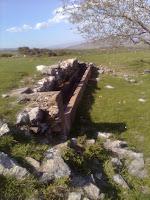 Ευθέα κι όχι κυκλικά ερείπια