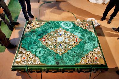 World's Largest Quran Worth 1.3 Million Exhibited in Tatarstan 6 أكبر نسخة من ''القرآن الكريم'' بجمهورية تاترستان وصلة تكلفتها 1.3 مليون دولار