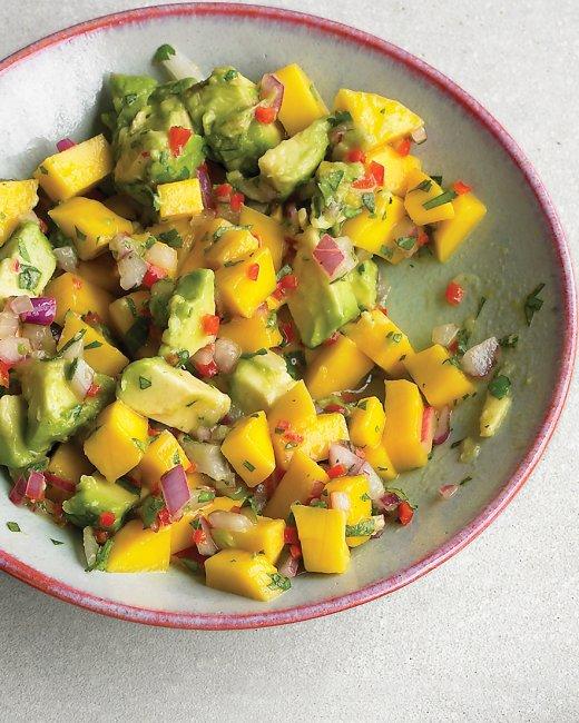 mango avocado salsa 1 avocado gehalveerd ontpit geschild en in blokjes ...
