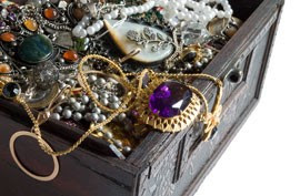 How You Should Pack Your Jewelry