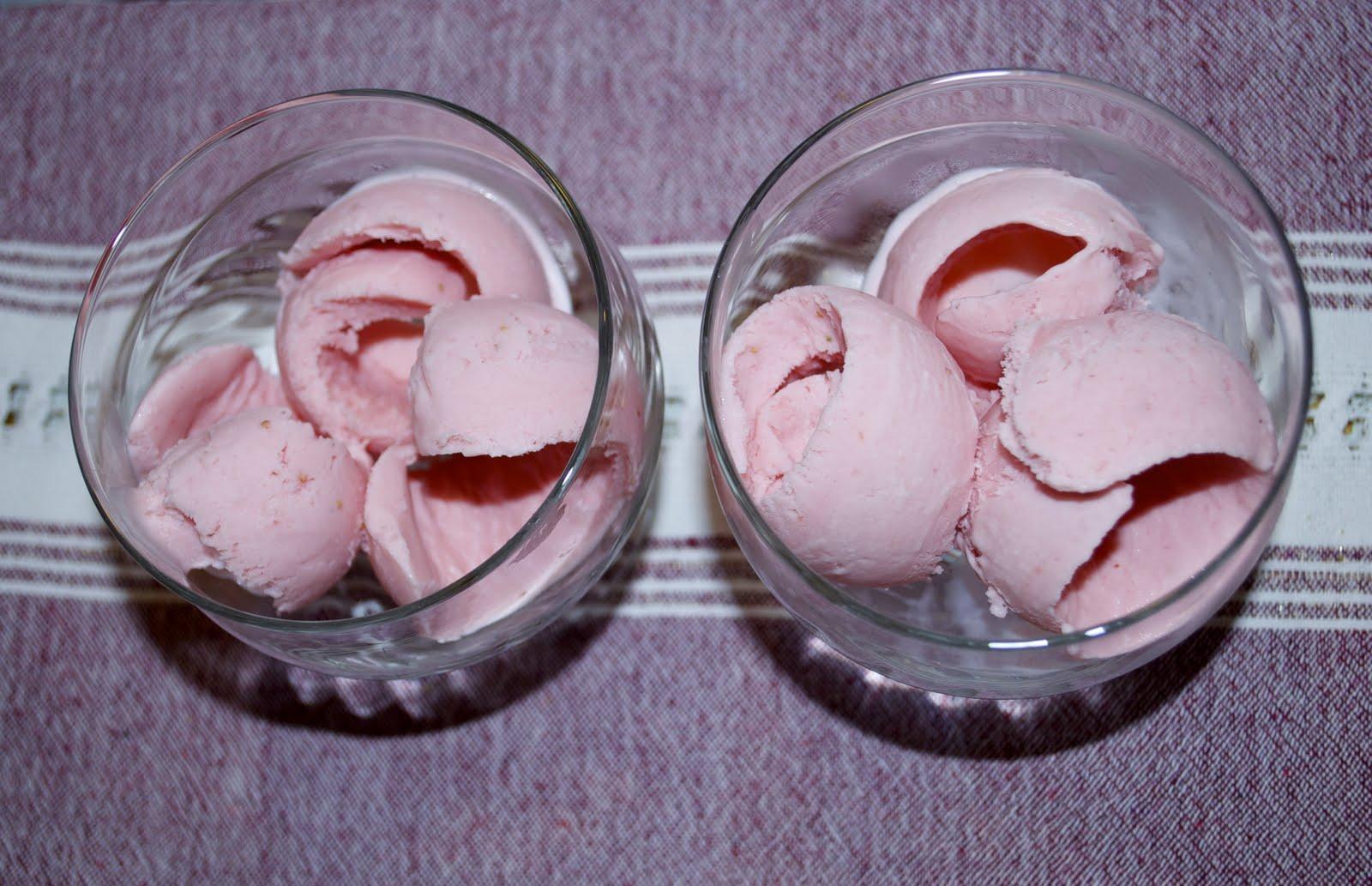 Ev yapımı Çilekli Dondurma