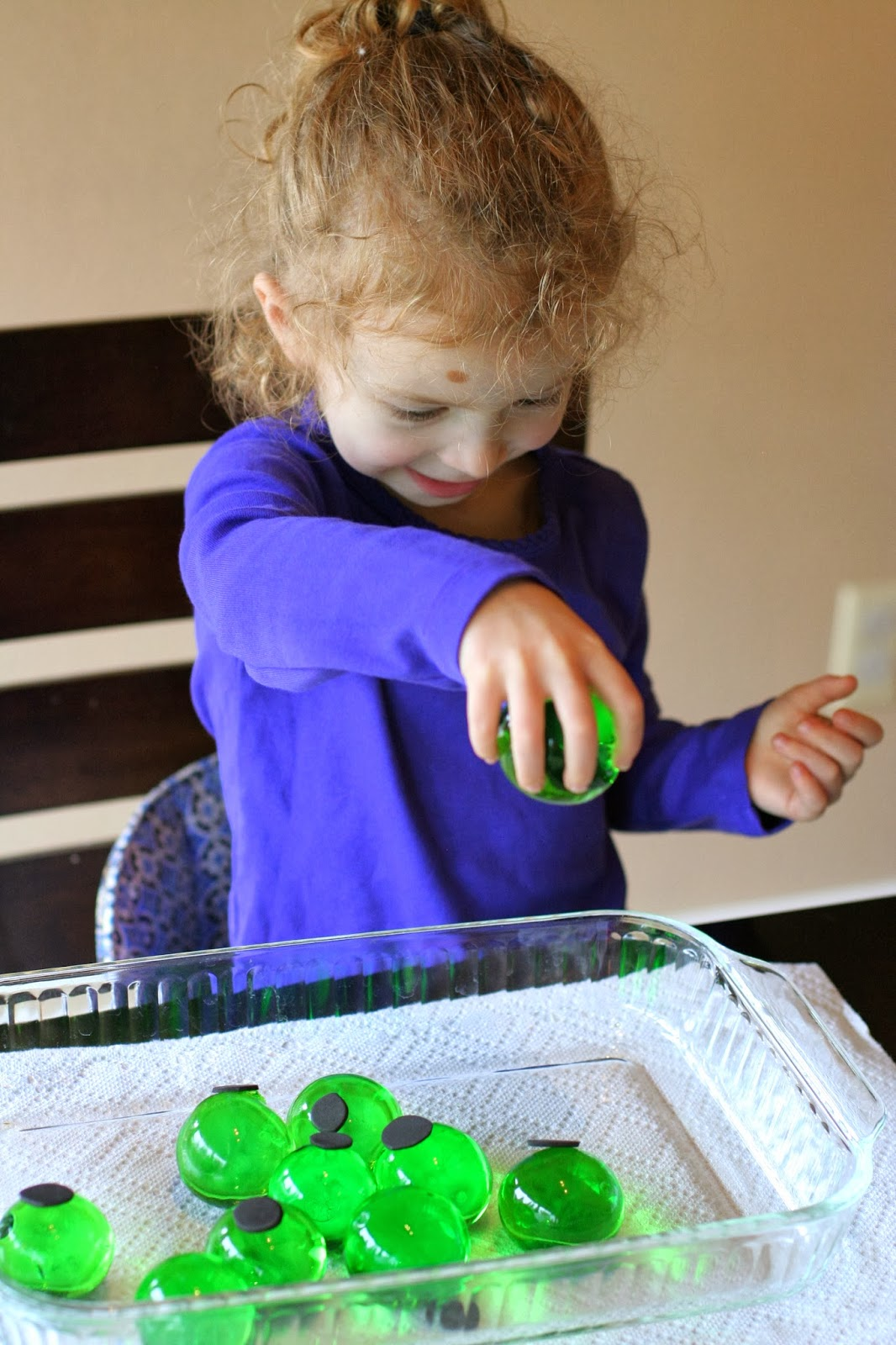 Water BeadsHalloween Eyeball Sensory Bin