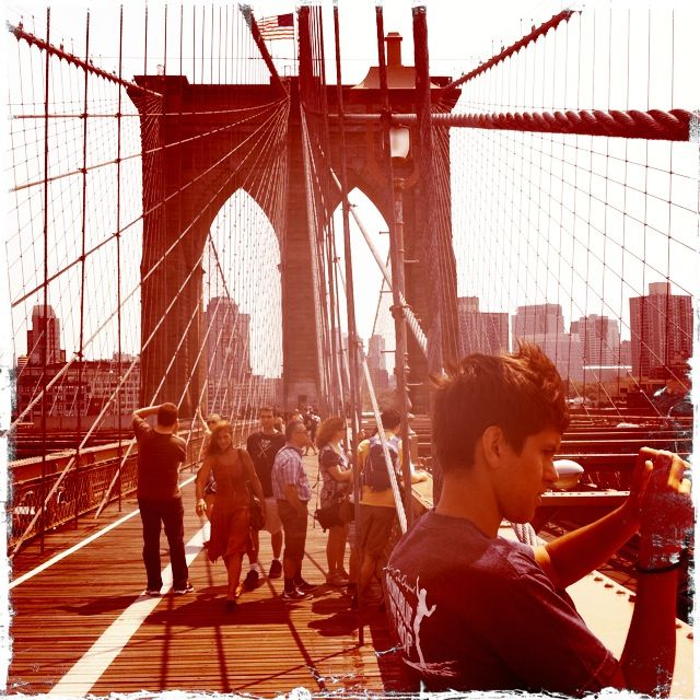 Brooklyn-Bridge-Paparazzi-Summer-2012