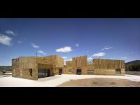 http://atecarturo.com/2015/08/casa-para-tres-hermanas-arquitectura-en.html