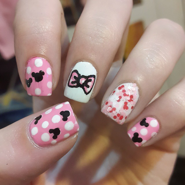 My Nails Rockz!: Mickey and Minnie Mouse Nails! (Review Quitaesmalte ...