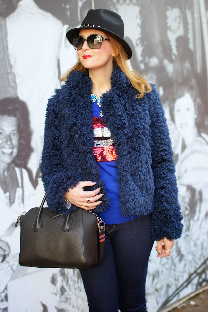 faux fur jacket, Givenchy Antigona small bag, Lips sweater, Fashion and Cookies, fashion blogger
