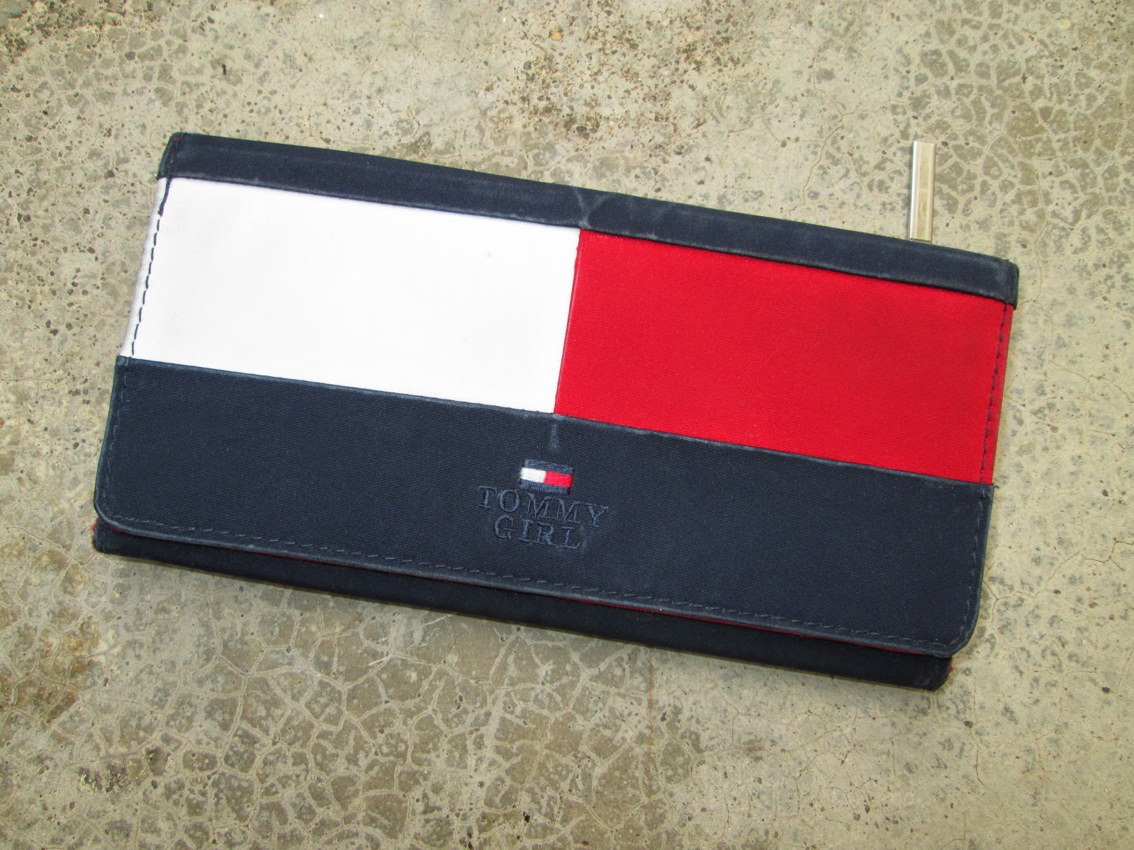 ac2fc73446 d0rayakEEbaG: Authentic Tommy Hilfiger Girl Long Wallet(SOLD)