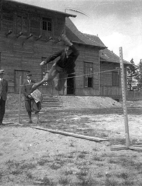 Końskie, skok wzwyż, tuż przed Sokolnią. Fot. z kolekcji KW.