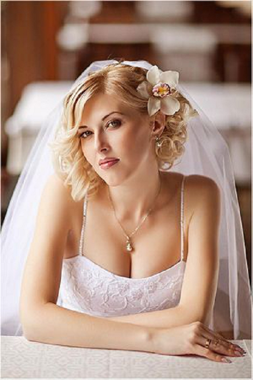 Short Wedding hairstyles for brides with veils 2013
