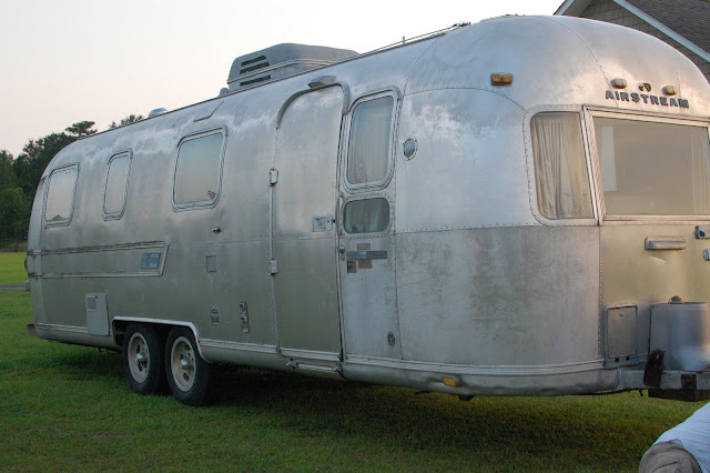 Cottage of Stone: sewing curtains for the Airstream