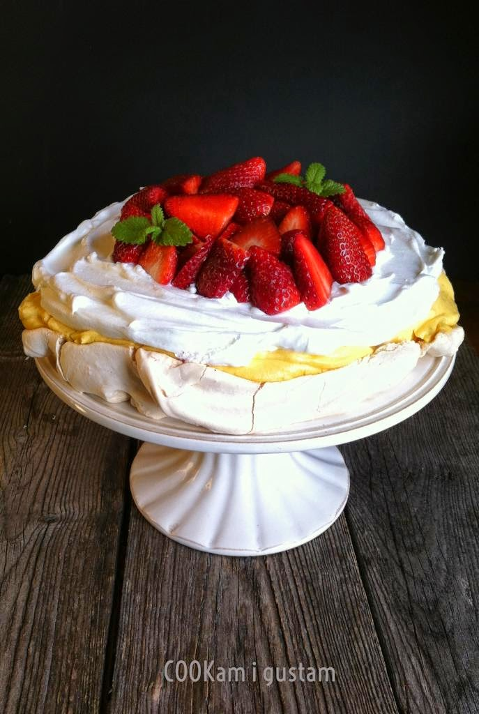 COOKam i guštam: Beze torta s jagodama