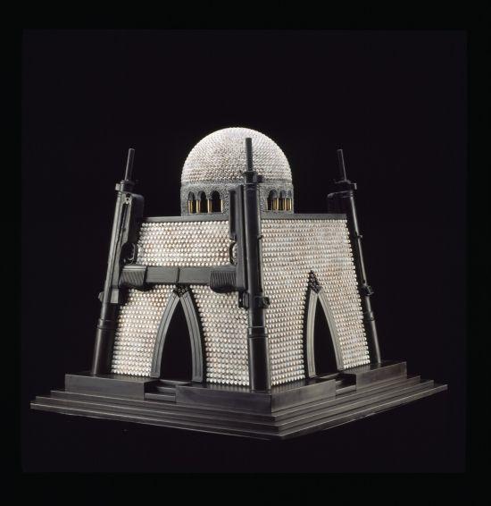 al farrow esculturas relicários templos religiosos símbolos armas munição Mausoléu