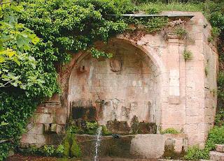 Fuente de Monchirigüel en Alquézar (Somontano, Huesca, Aragón, España)