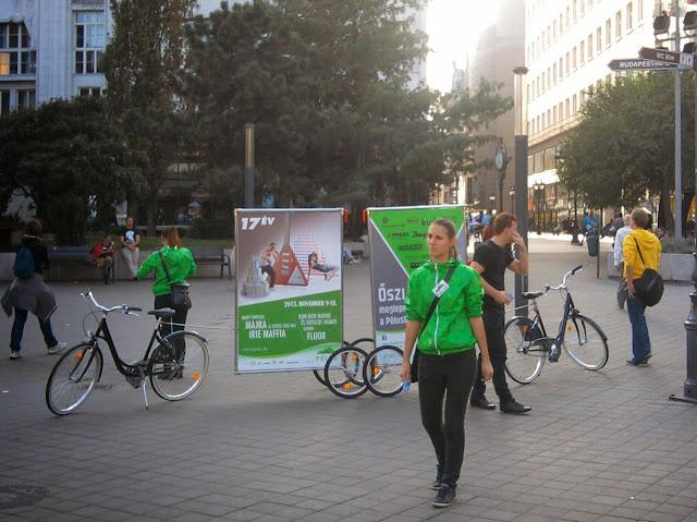 köztéri reklámozás, Budapest, Pólus Center, reklám, bringareklám, biciklis plakát, biciklis reklámozás