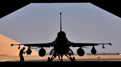 http://1.bp.blogspot.com/-U54tyaBc-Vc/TshZwf_fiKI/AAAAAAAAFVI/EiFOgxrnB2o/s1600/Iraqi+air+force+said+Iraq%2527s+purchase18+F-16C+Block+52+fighter+aircraft..JPG
