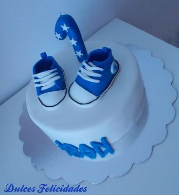 tarta zapatillas bebé tipo Converse
