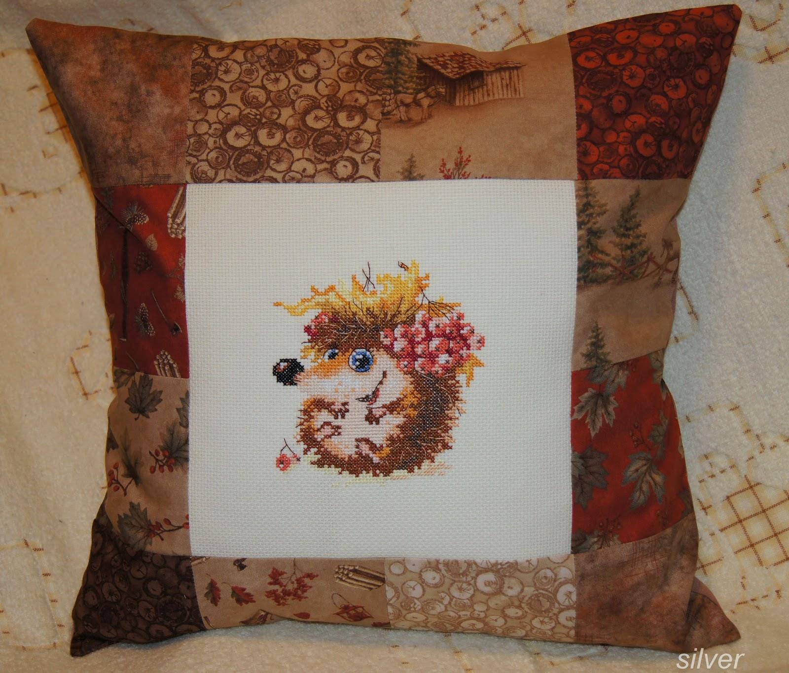 Вышивка на подушках ежик