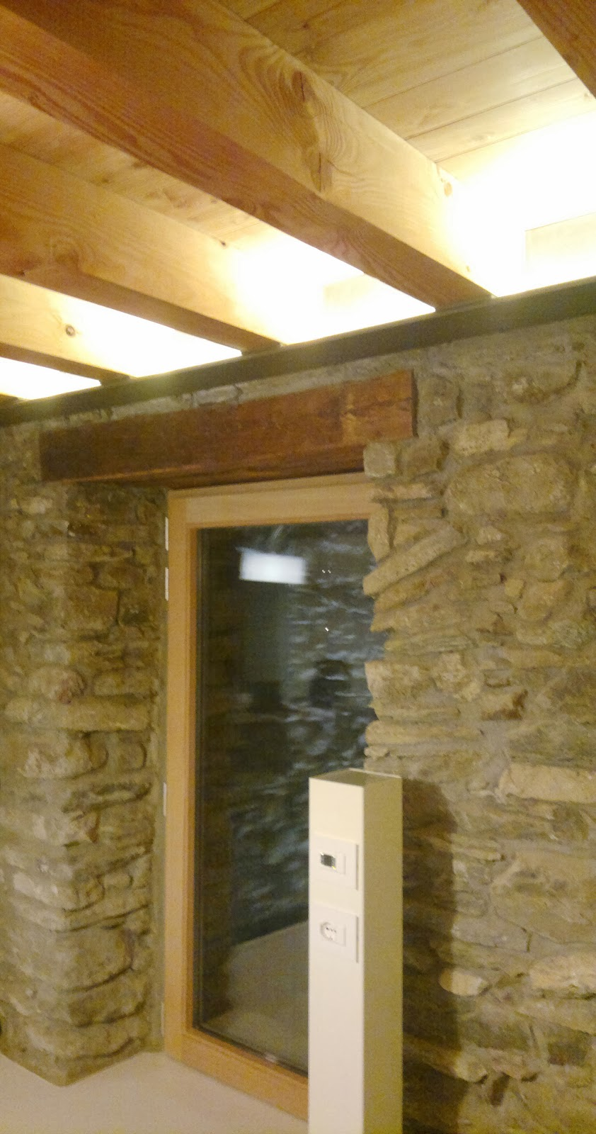 Soffitti a volta illuminazione design casa creativa e for Illuminazione taverna