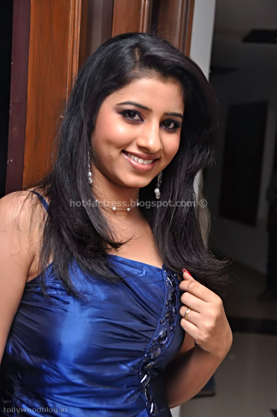 Kamapisachi Actress Nayantara Without Dress S Kamistad Rainpow