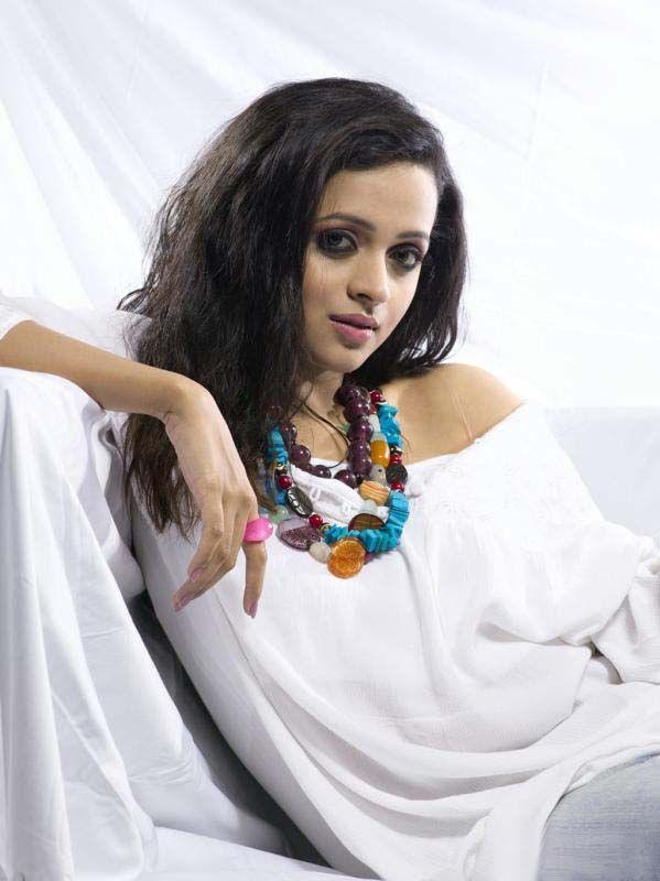 http://1.bp.blogspot.com/-U5mXZvoeoIs/Tg6XmOpybUI/AAAAAAAAbhQ/ieVtigYBjMs/s1600/Bhavana+Cute+Photo+Shoots+2.jpg