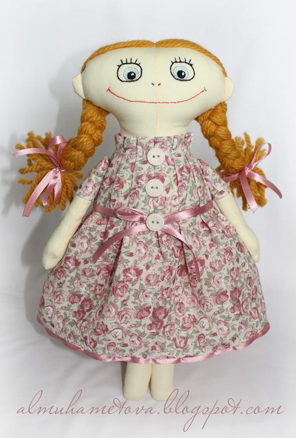 ...посте про куклу. мы шили тело, здесь же я расскажу как сшить платье.