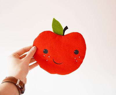 https://www.etsy.com/fr/listing/263840334/jolie-pomme-en-tissus-pour-decorer-la?ref=shop_home_active_23