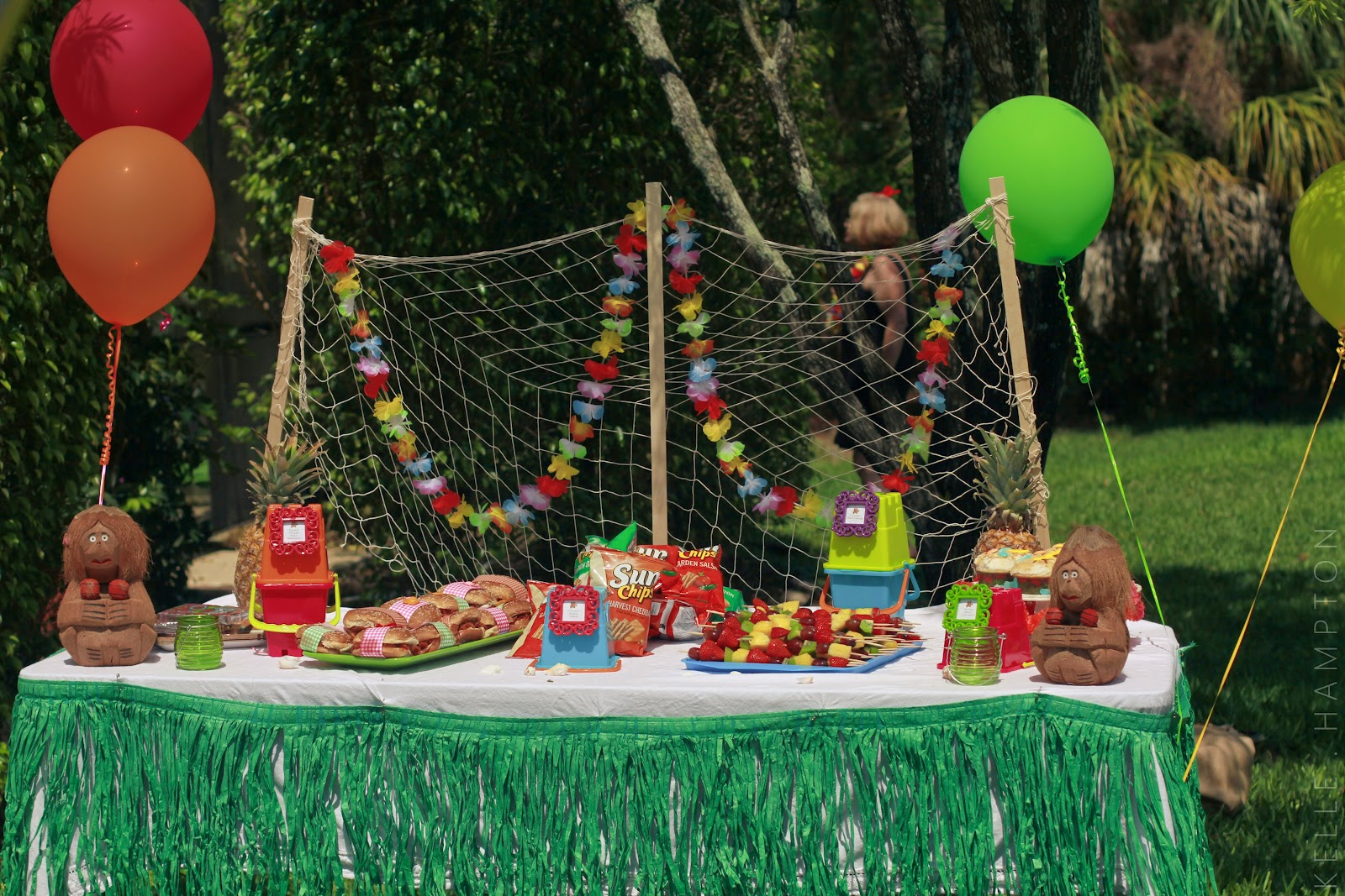 Planning a tiki party ready 4 summer entertaining for Luau decorations